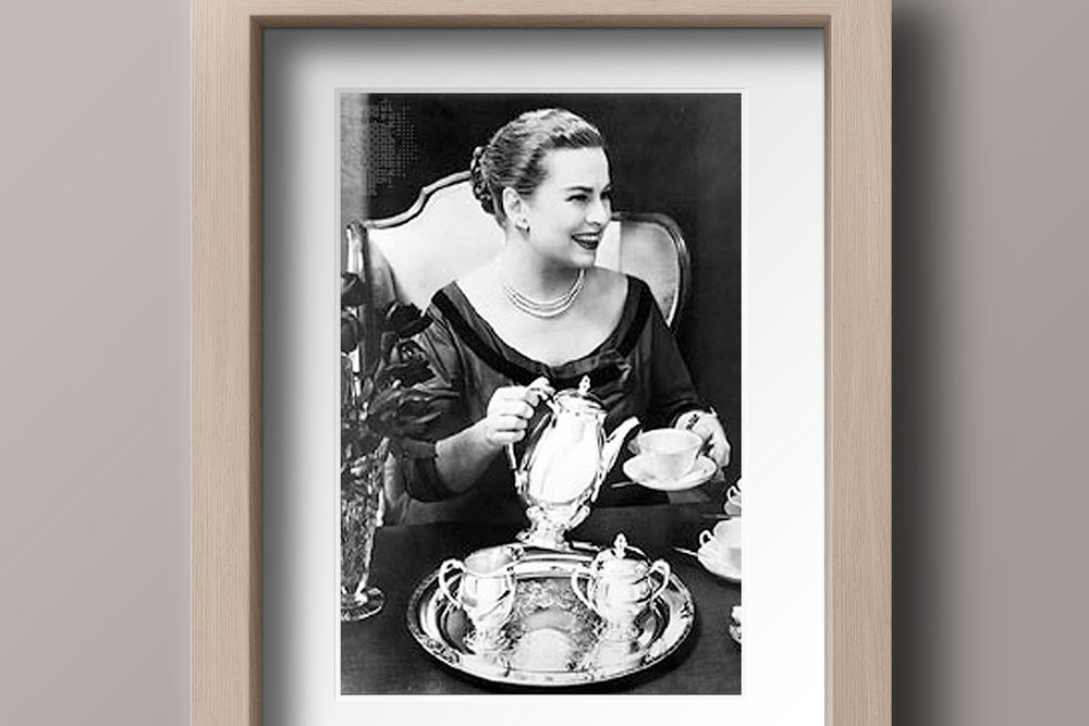 Amy Vanderbilt (1908–1974) foi educada na Suíça e era mestra na arte do frequentar e receber — chegou a ter um programa de TV sobre o assunto nos EUA