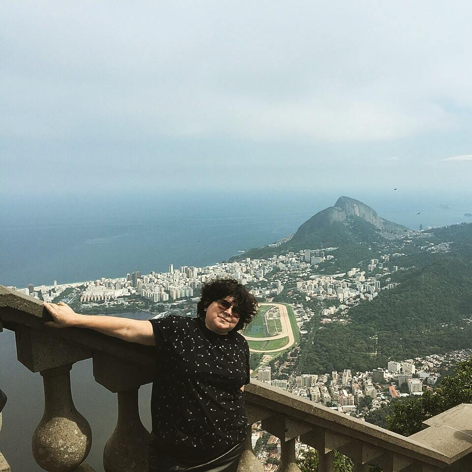 Katia Borges, no Rio, em 2015. A viagem foi feita após um hiato de 15 anos sem voar, por conta do medo de avião