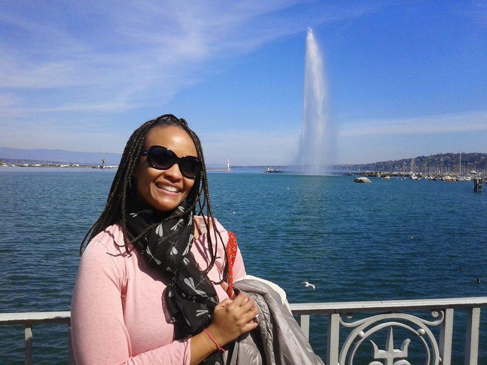 Clarissa Borges, em 2015, em Genebra, na Suíça. A jornalista tem pânico de voar sobre o oceano — mas como ama conhecer novos lugares, viaja mesmo assim