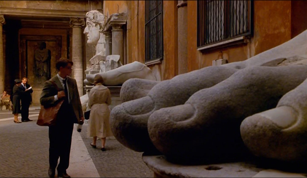 Cena de O Talentoso Ripleyem que Tom Ripley (Matt Damon) passeia pelos Musei Capitolini — aliás, fica a dica: o acervo é maravilhoso