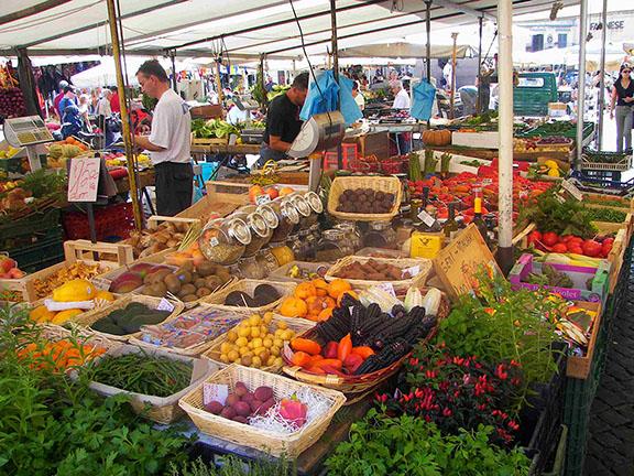 Muito rico mesmo o mercado dessa piazza italiana(ler com sotaque)
