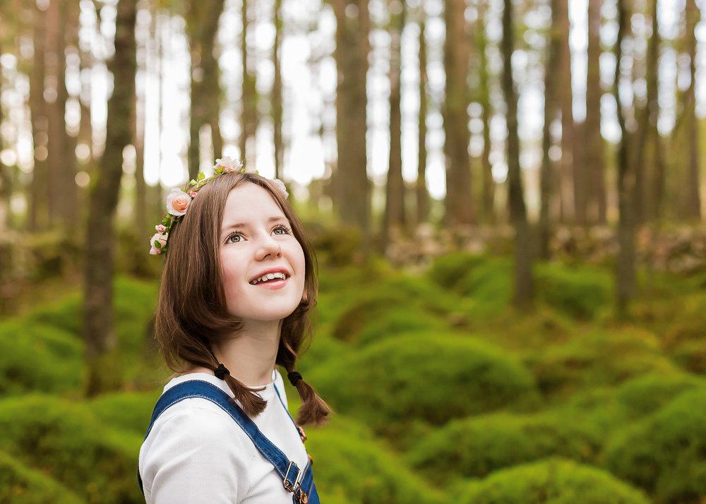 Aberdeen Family Photographer portrait of girl in forrest