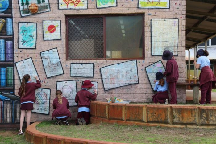 PHOTO: Creative students have left their mark on a wall at West Greenwood Primary School. (ABC News: Rebecca Carmody)