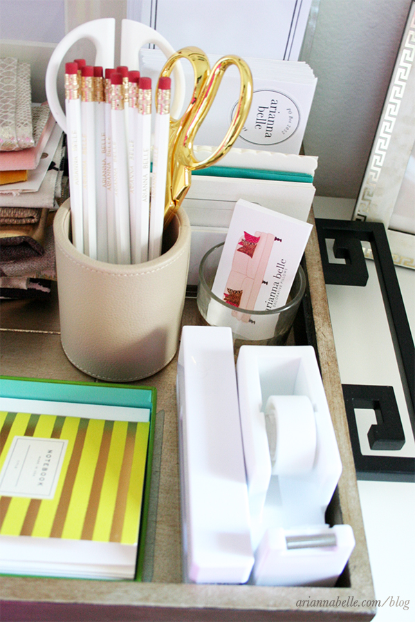 organized_office_supplies_on_tray-Arianna_Belle_Blog
