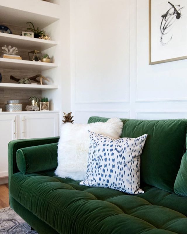 Loving the Les Touches Blue on that amazing green velvet sofa // home of and designed by: @suburbanbees // photography: @kellikroneberger // #AriannaBellepillows