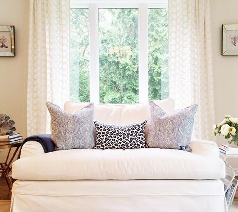 Love the blue and white pillows @AlexandraWoodDesign chose for her office👌🏼 #AriannaBellePillows