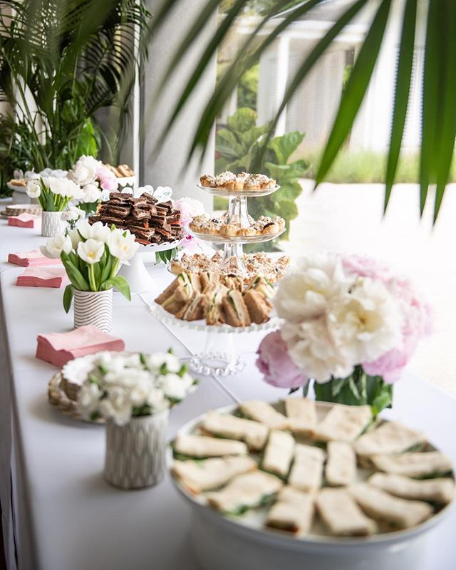 It's not a tea party without a zillion tiny sandwiches, right? 🥪☕️🌸 ___ 🥪 watercress 🥪 turkey basil 🥪 smoked salmon 🥪 spicy italian 🥪 mini cuban 🥐: waldorf puffs ___ 📷: @mateamiche  ___ #babysprinkle #teaparty #teasandwiches
