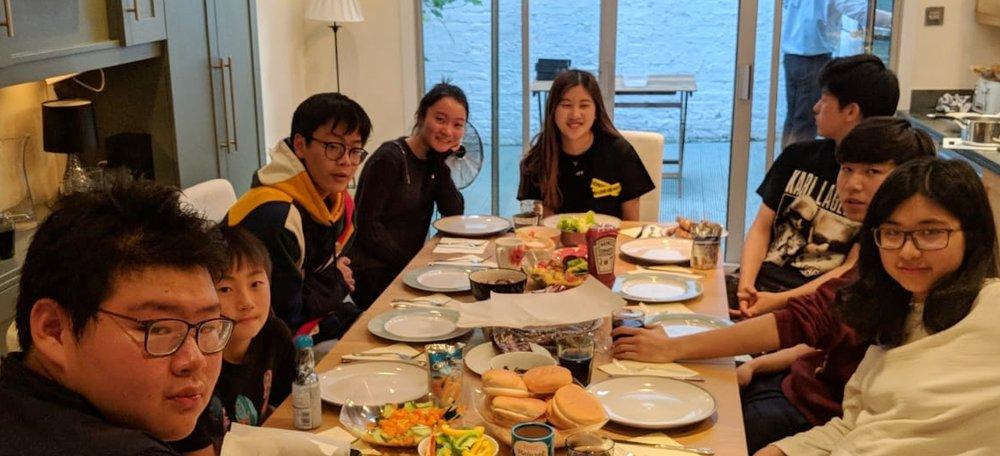 住宿营计划  Libra Tutors在所有假期期间都提供定制课程和住宿营计划。 这些学术课程围绕讨论学习的方式,并挑战学生快速独立地学习。