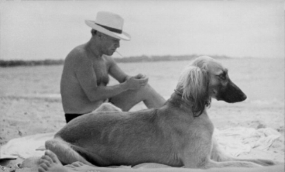 Pablo Picasso on the beach. 1936 © Man Ray Trust