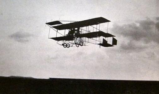 Eileen Grey flying 1913