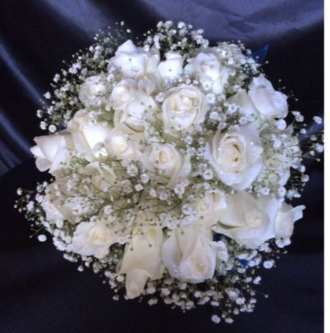 White roses with bb.png
