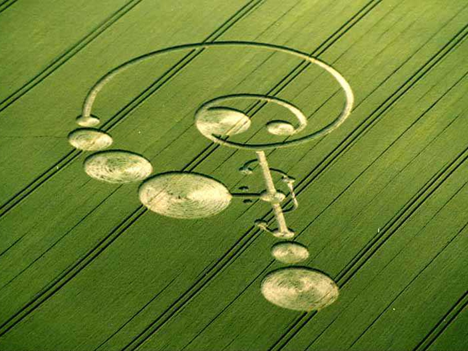 Crop circle (photo by Lucy Pringle,  www.lucypringle.co.uk