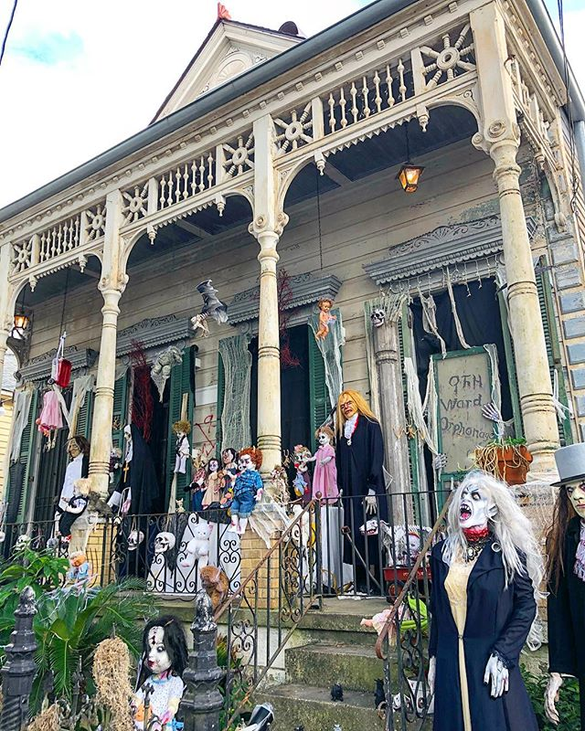 My favorite Halloween decor in New Orleans never disappoints. #9thWardOrphanage 🎃