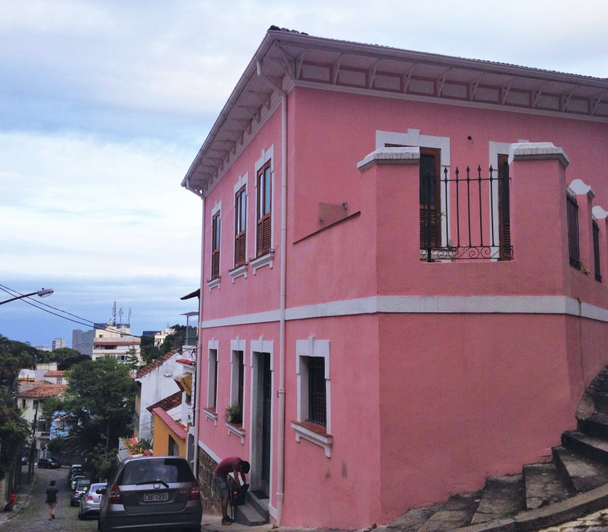Pink house on a hill: Ewa's Airbnb, Santa Teresa
