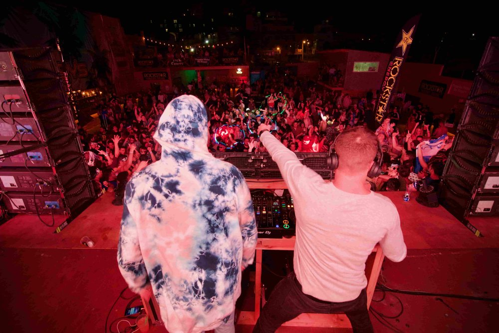 swat-rosarito-spring-break-2018-claenslate-joyzu-b2b-dj-in-front-of-massive-crowd