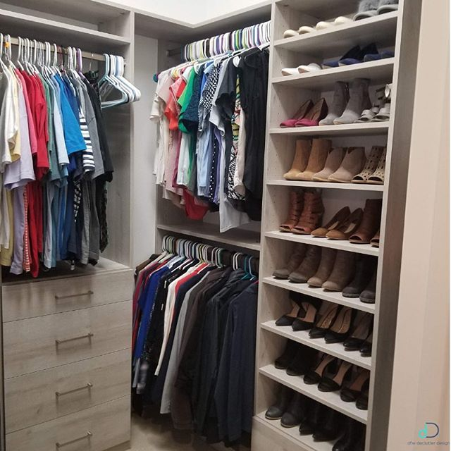 Obsessed with our clients newly remodeled closet built by @the_closet envy! We love having the opportunity to be a part of each step of a remodel and customizing it to suit the clients organizational needs! Having specific places for each item keeps things visible & saves our clients time, money, and sanity when going through their day! ✨💙 • • • #professionalorganizer #lifestylefrisco #dallasinteriordesign #dallasrealestate #dallasmoms #dallasmomsblog #planomoms #mckinneymoms #organizationideas #dallastx #friscotx #mckinneytx #friscotxnews #friscotxevents #inspohome #closetorganization #friscomoms #allentx #functional #repurposed #dfwrealestate #dallaslife #dallasblogger #closetorganization