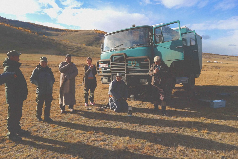 Mongolians' stopping to help travellers