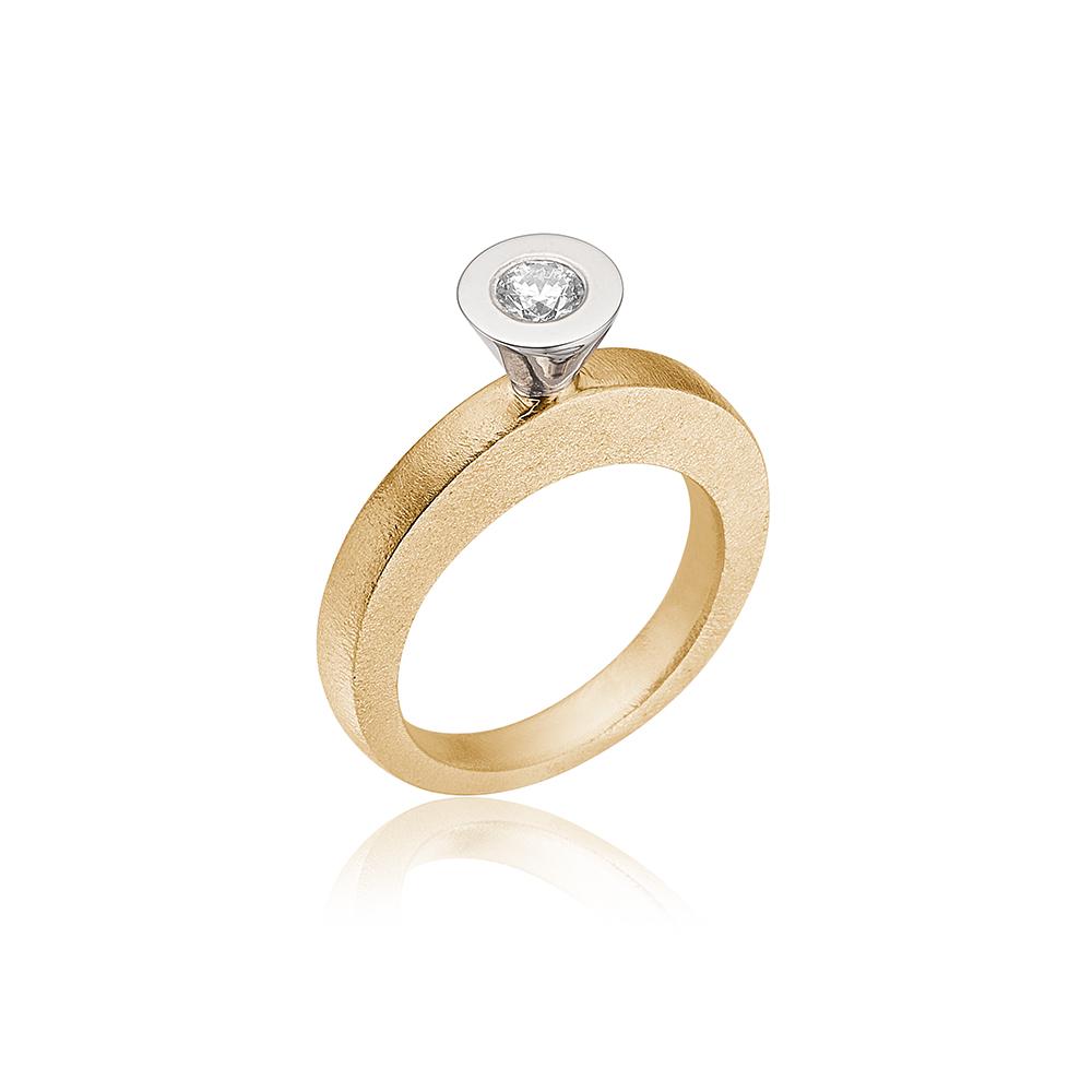 Stor kræmmerhus ring med diamant.
