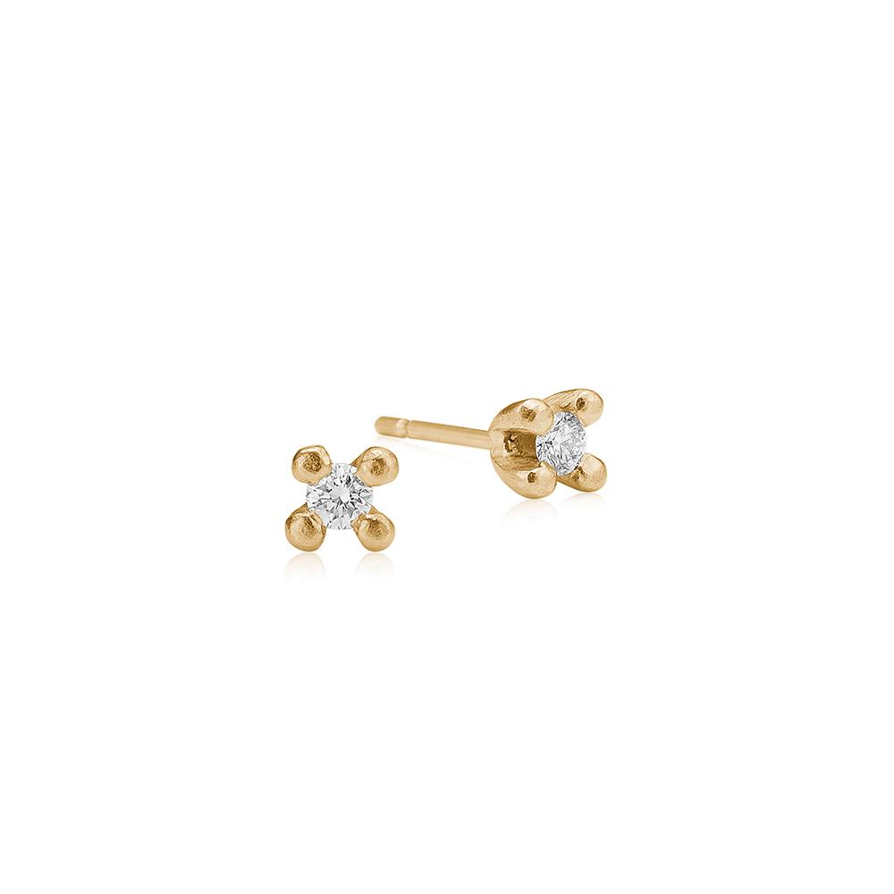 Solitair ørestikker i guld med diamanter.