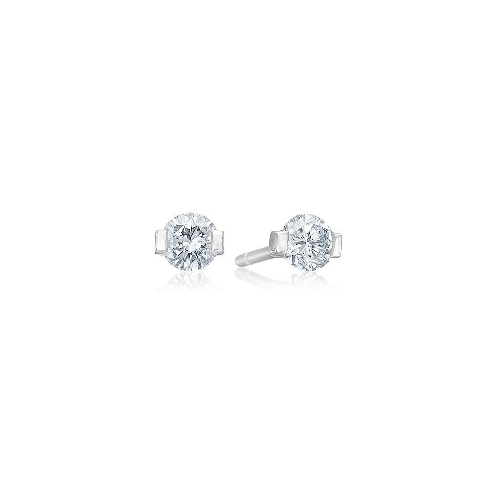 Y-ørestikker med store diamanter.