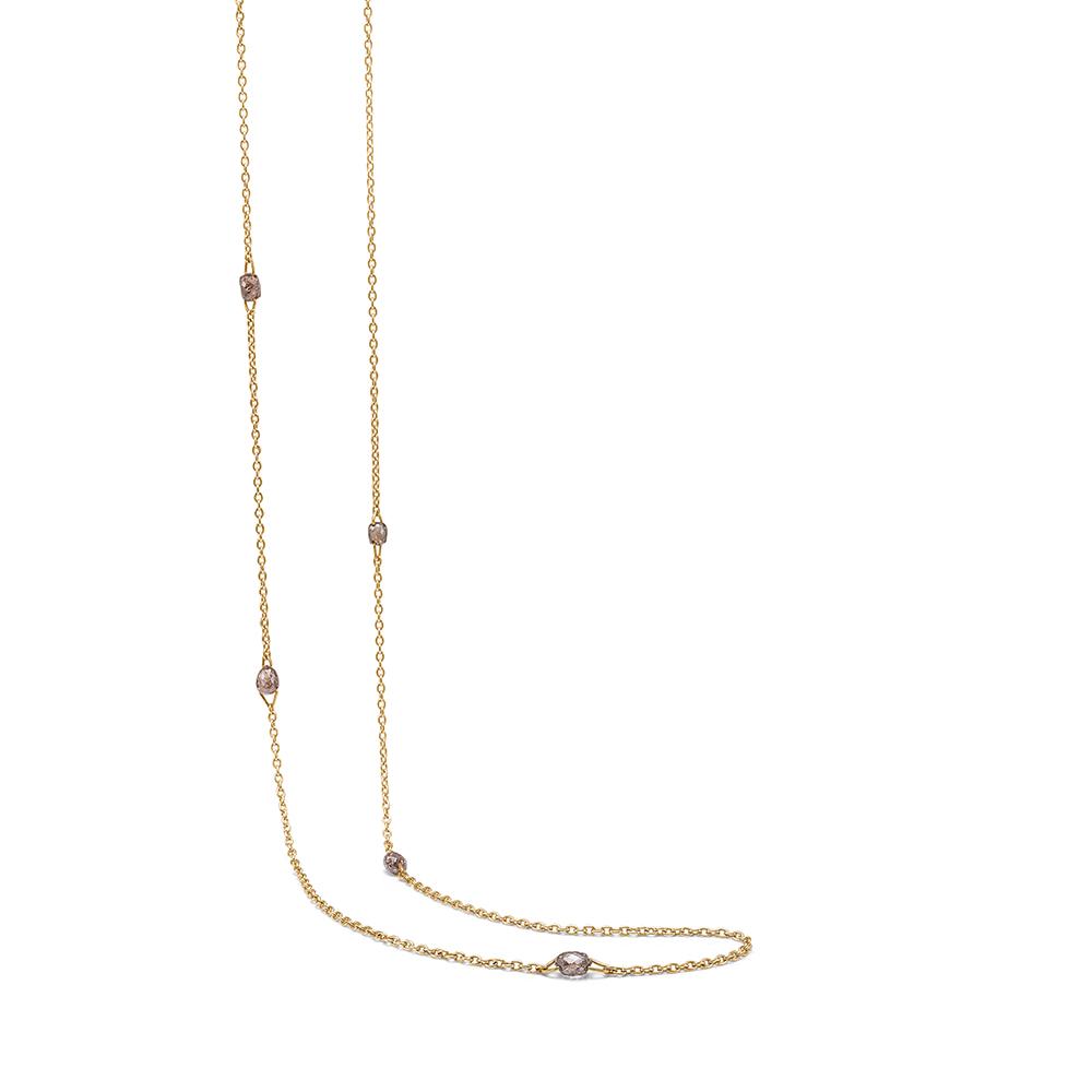 Guld kæde med briolette slebet diamanter.