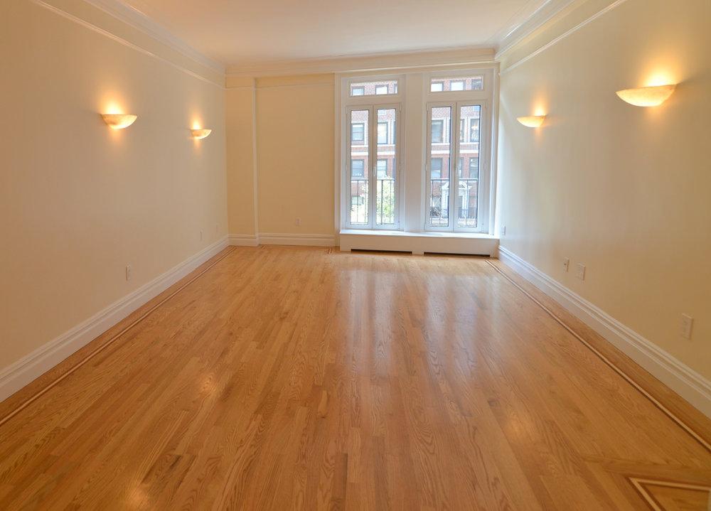 305w72_livingroom.jpg