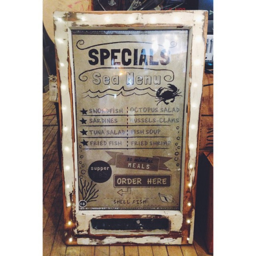 $ Inquire Light up sign made of salvaged wood and decorated with small lights. Perfect for cafes and restaurants! But would also look amazing hanging in an apartment. The light is very soft and easy on the eyes. Frames can be in big or small sizes.