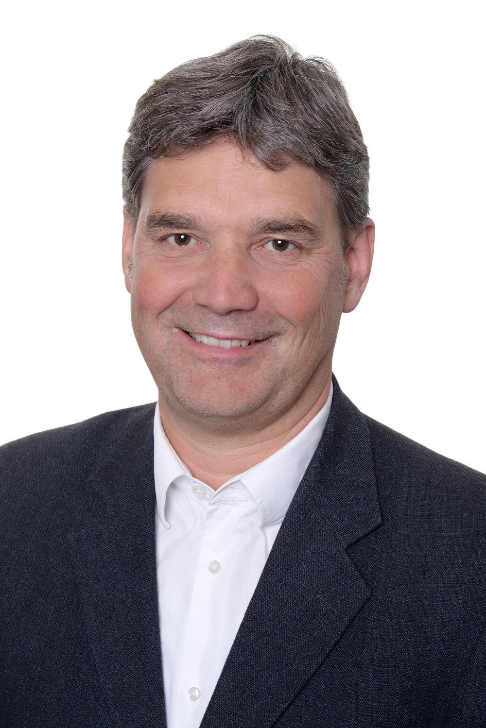 ADRIAN HÄSSIG Inhaber und Geschäftsführer