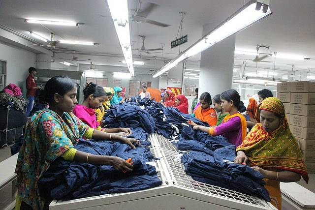 An apparel factory in Dhaka, Bangladesh.  Image credit: NYU Stern Business & Human Rights/ Flickr .