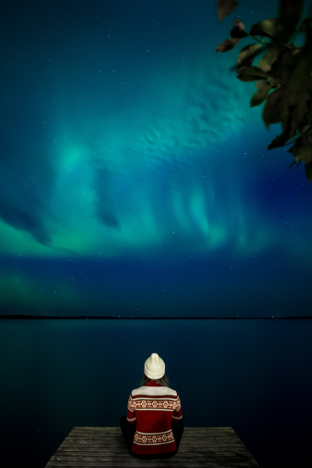 24-northern-lights-aurora-borealis-self-portrait-anna-elina-lahti-photographer.jpg