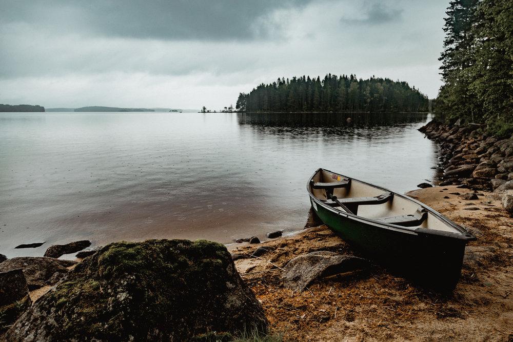 25-canoeing-adventure-camping-rainy-midsummer-finland-anna-elina-lahti-photographer.jpg