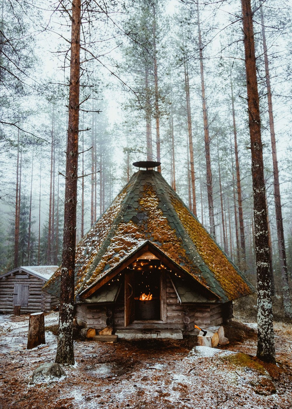 41-finland-camping-cabin-kota-hut-campfire-winter-anna-elina-lahti-photographer.jpg