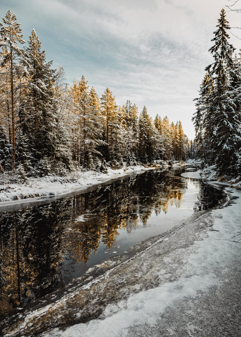 34-finland-winter-hiking-river-reflection-anna-elina-lahti-photographer.jpg