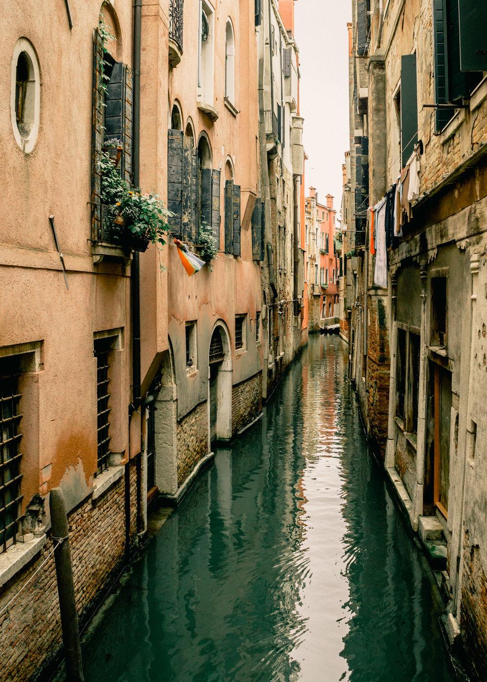 16-venice-italy-canal-travel-anna-elina-lahti-photographer.jpg