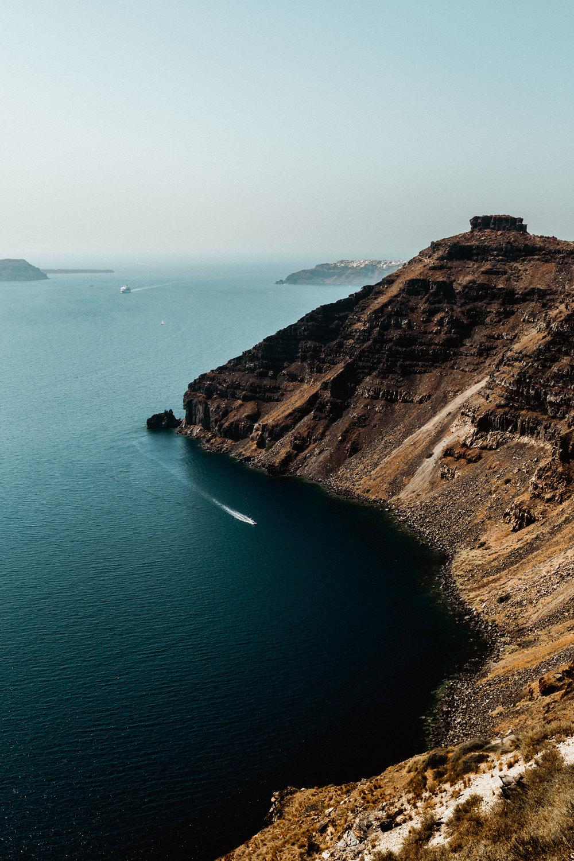 17-santorini-island-greece-volcanic-crater-aegean-sea-anna-elina-lahti-photographer.jpg