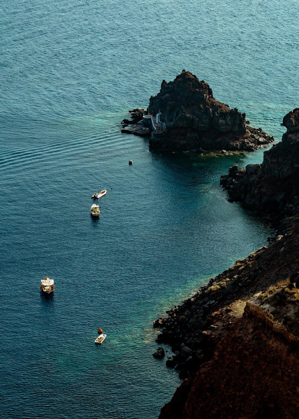 31-santorini-ia-oia-greece-volcanic-crater-sailing-anna-elina-lahti-photographer.jpg