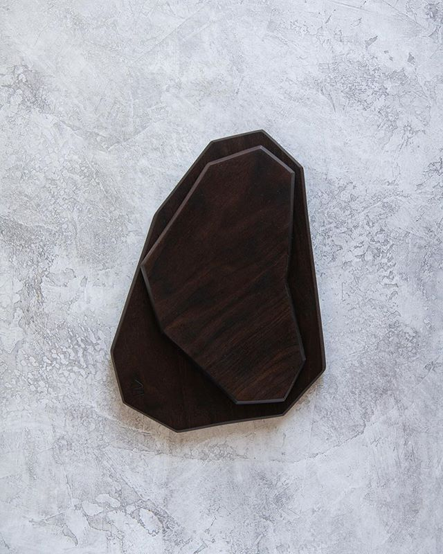 Inspired by architecture, I created this Geometric serving set with clean lines/angles & faceted edges. It's in peruvian walnut, which is a bit darker. Adds the perfect amount of contrast & interest to any space. It's one-of-a-kind! Shop it now, link in bio.