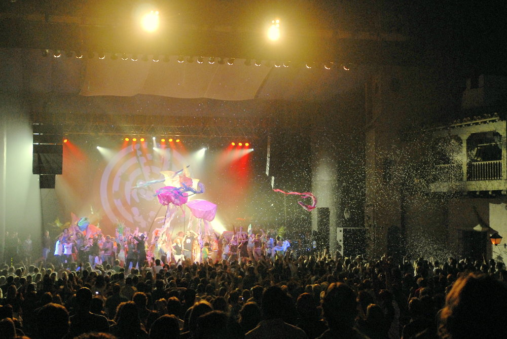 "Oniracom produced the ""Solutions for Dreamers Festival"" in 2007, hosted at the Arlington Theatre in Santa Barbara.  This grand finale shows Michael Franti & Spearhead with special guests Jack Johnson, ALO, Adam Topol, and the incredible Matthew McAvene puppets and visuals."