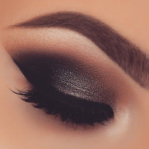 5 Must Have Eye Shadow Palettes For A Smokey Eye To Die For