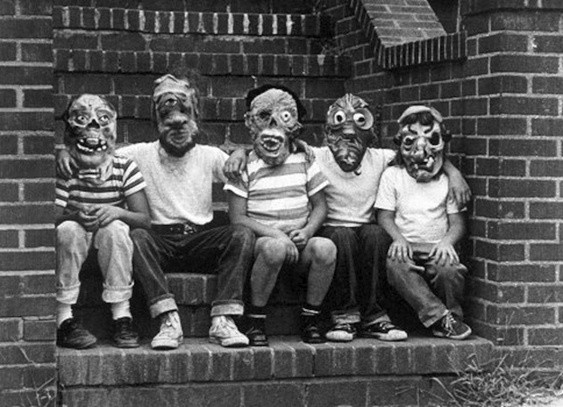 Creepy-Vintage-Halloween-Costumes-—-24