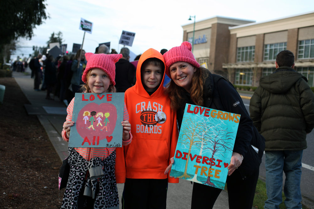 Mother and children at a rally to show support of Islam in Gig Harbor - 3/13/17