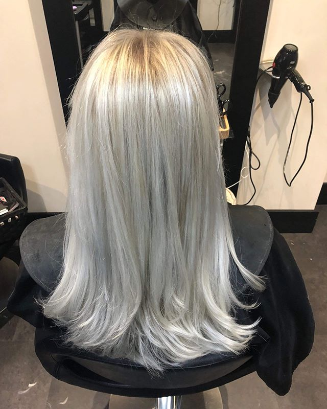 We LOVE this before and after, creating a super modern platinum colour  #dyedhair #dye #hairbyjones #monmouth #hair #hairstyles #haircolor #haircut #hairtransformation #beforeandafter #hairdresser #hairdressing #salon #hairstylist #platinumblonde #platinum #platinumhair #loreal #professionalhairstylist #professional #instagood #instaday #instagram #instadaily #instagramhub #uk #photooftheday #instahair