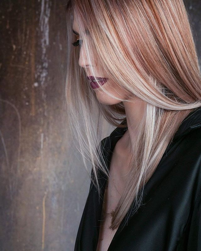 A STUNNING colour done by @hairbyjones  #instahair #hairinspo #hairtrends2018 #perfecthair #naturallook #beautylaunchpad #hairdresser #hairinspiration #hairtrend #hairfashion #hairbrained #hairstyles #hair #shiny #healthy #photography #ghd #uk #instagood #instagram #instaday #instadaily #instagramer #photooftheday #blonde #blowdry #dye #photoshoot #dyedhair