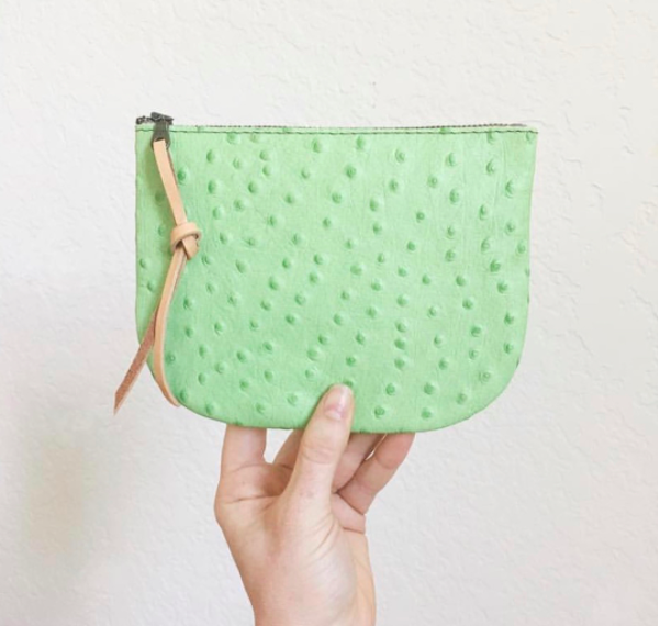 Vanessa Vaught  |  @hattonhenry   Gorgeous leather dream bags Handmade in beautiful Texas