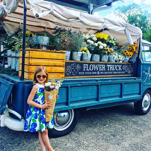 Recently spotted: the Stella dress at @ameliasflowertruck planted in the parking lot of @whitesmercantile.  This petals-on-wheels mobile is our favorite go-to for fresh florals in Nashville! 🌷🚚💛