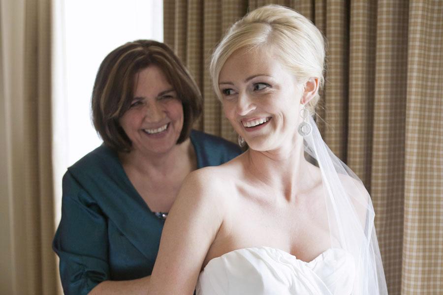 Beautiful Toronto bride getting ready