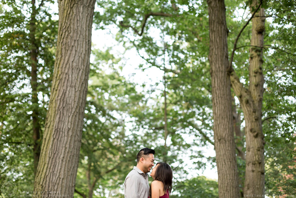 Engagement photos at Kew Gardens