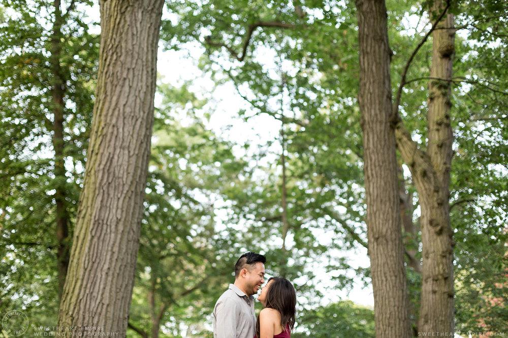 Engagement photos at Kew Gardens