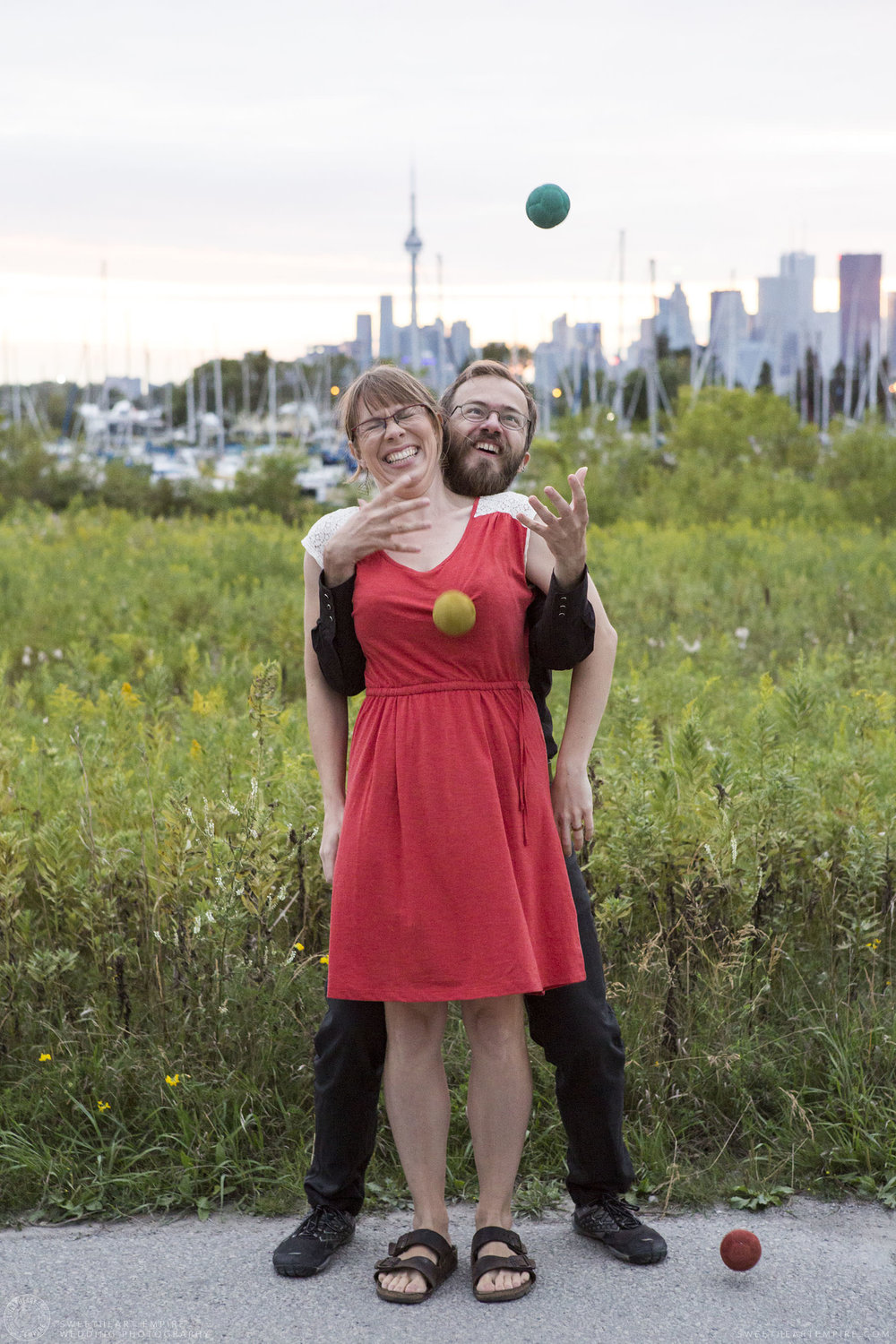 16_Couple Juggling at Leslie Spit.jpg