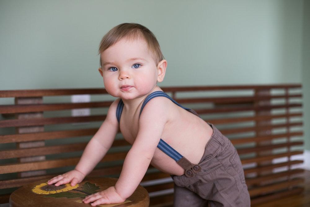 Babyinsuspenders_marylandportraitphotographer.jpg